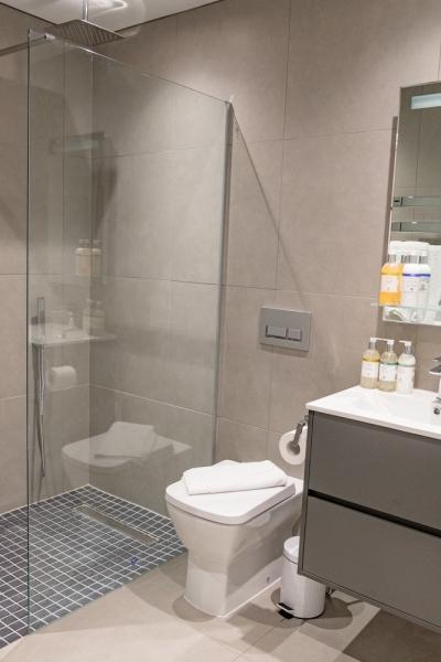 01ShorelineApartmentBathrooms (1)