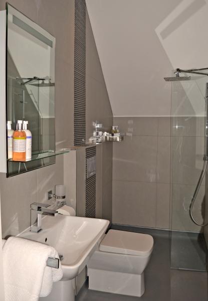 08-Sunrise-bathroom_0069