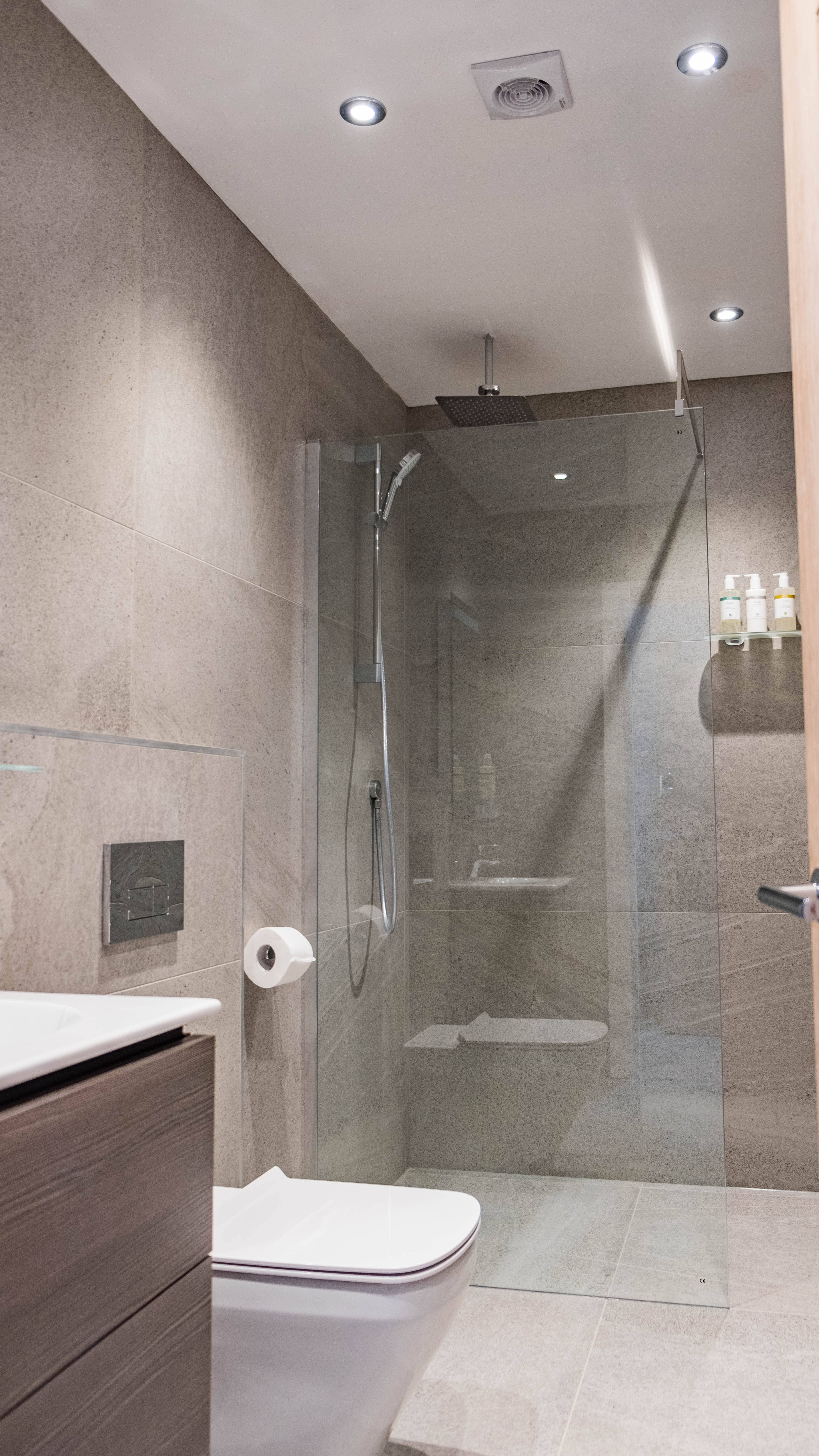 10 Seashore Suite  | Bathroom