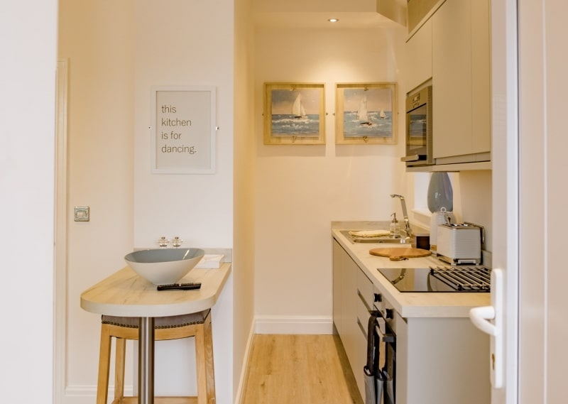 10 Seashore Suite  | Kitchen