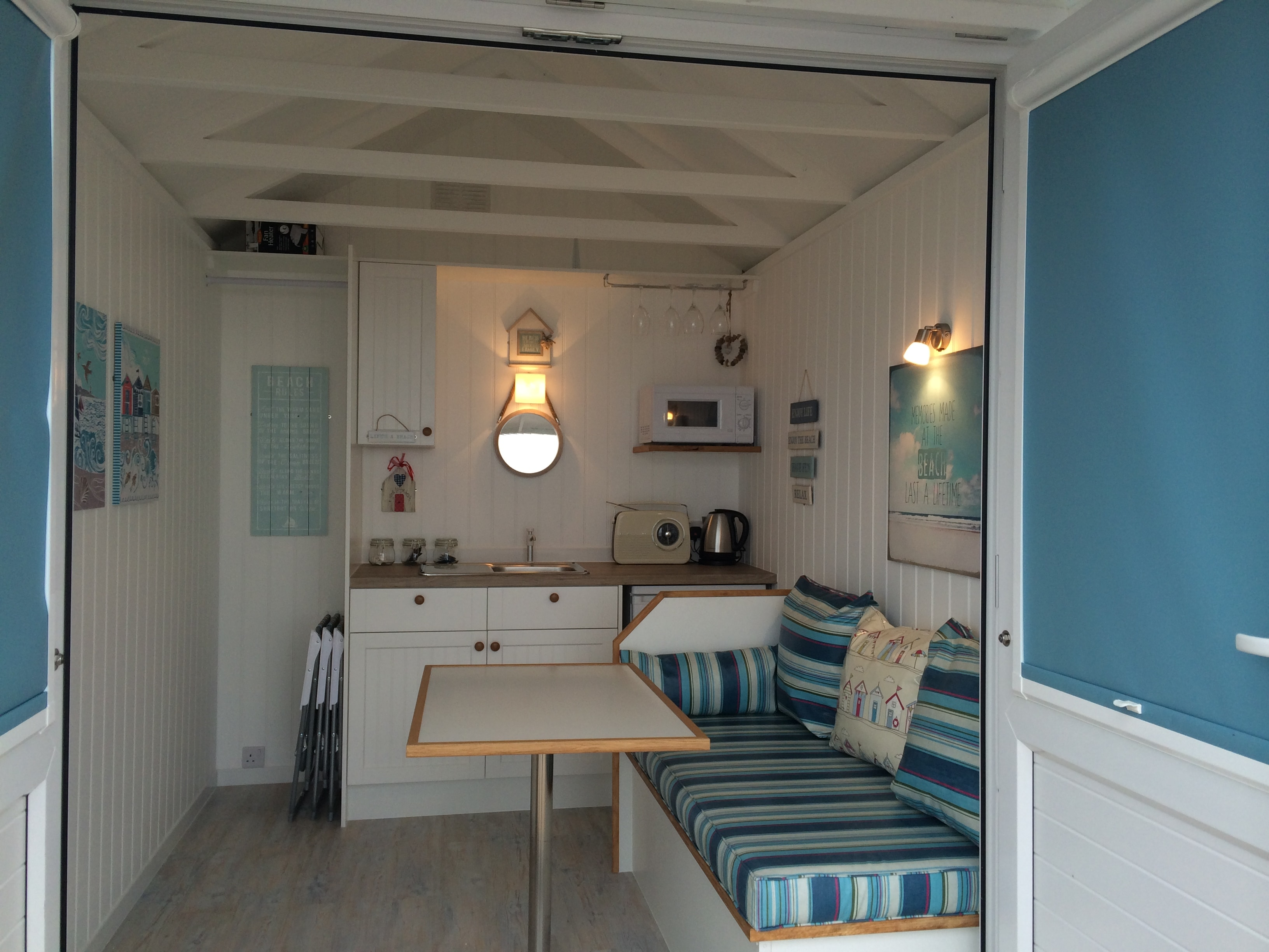 Beach hut day rental lytham st annes annes official for Beach hut style interiors