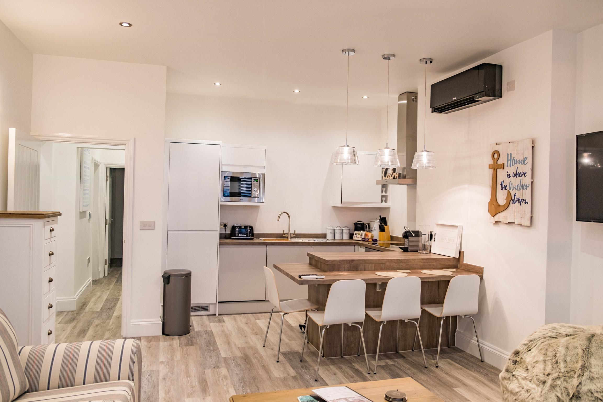 01 Shoreline Apartment